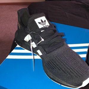 Size 8 women adidas shoes